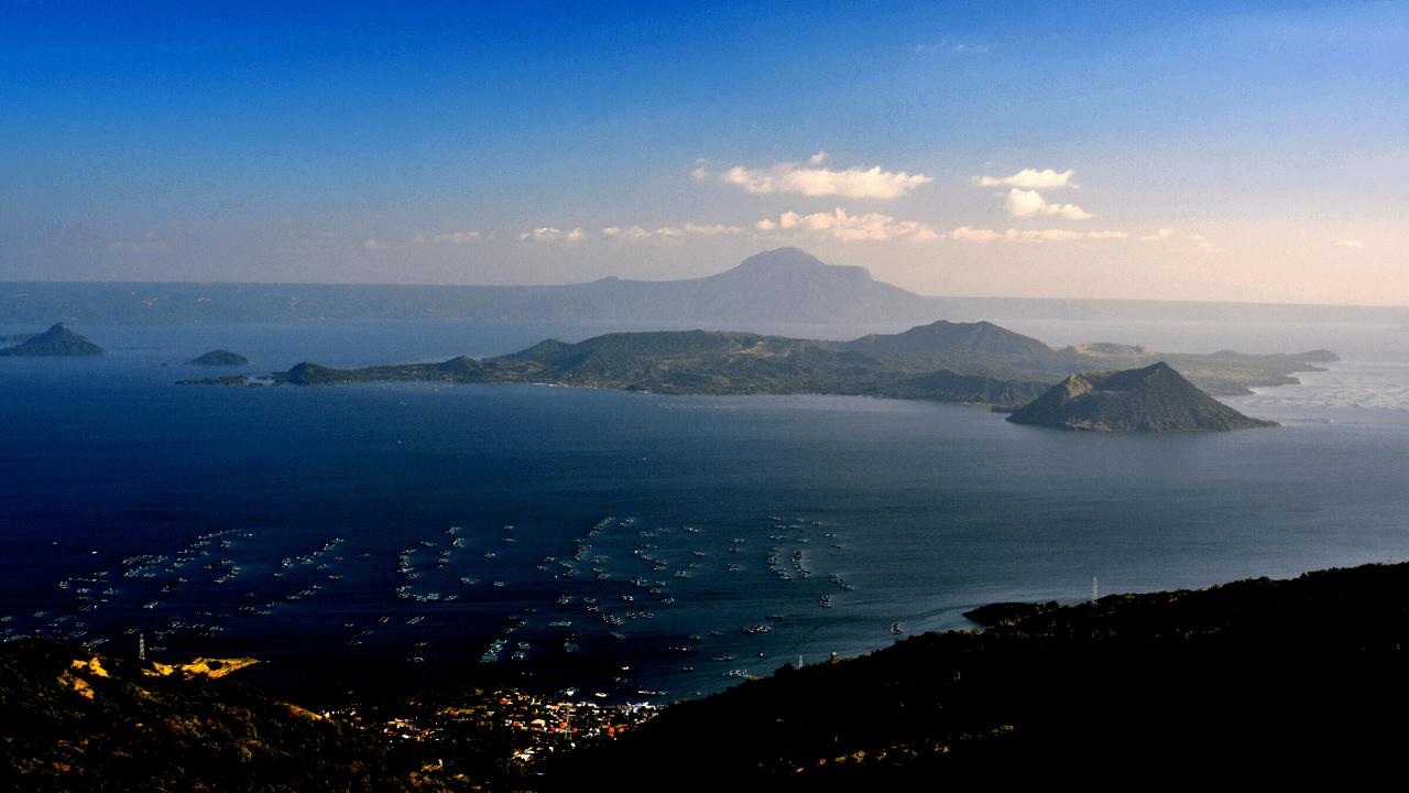 タール湖 タール火山